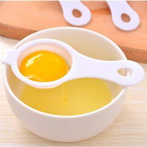 Tách lòng đỏ trứng